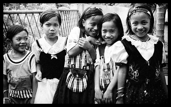 Sulawesi children giggling at the tourists